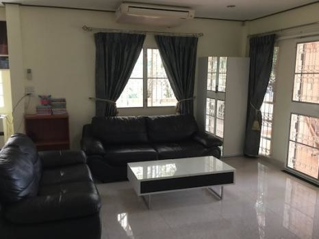 For Sale 3 Beds 一戸建て in Bang Khae, Bangkok, Thailand | Ref. TH-UBMXSVFV