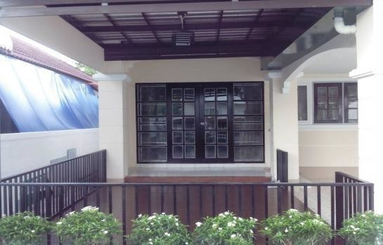 For Rent 3 Beds House in Mueang Buriram, Buriram, Thailand | Ref. TH-GGQPGKLL
