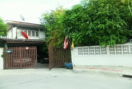 For Sale 4 Beds House in Bang Kapi, Bangkok, Thailand