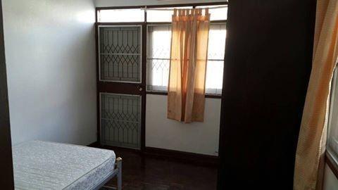 For Rent 3 Beds 一戸建て in Huai Khwang, Bangkok, Thailand | Ref. TH-DOEYGWAT