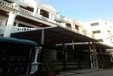 For Rent 5 Beds Townhouse in Ratchathewi, Bangkok, Thailand