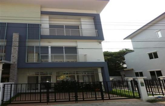 For Sale or Rent 3 Beds タウンハウス in Mueang Samut Prakan, Samut Prakan, Thailand   Ref. TH-ITFMLKDI