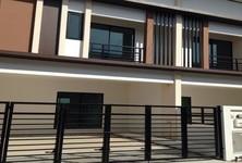 Продажа: Таунхаус с 3 спальнями в районе Phutthamonthon, Nakhon Pathom, Таиланд
