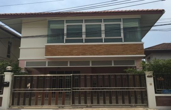 For Sale 3 Beds House in Thawi Watthana, Bangkok, Thailand | Ref. TH-SWUAVJIO