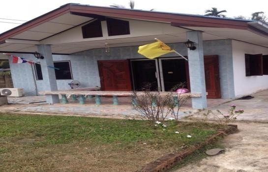 For Sale 3 Beds 一戸建て in Mueang Chumphon, Chumphon, Thailand | Ref. TH-HUGPBTFF