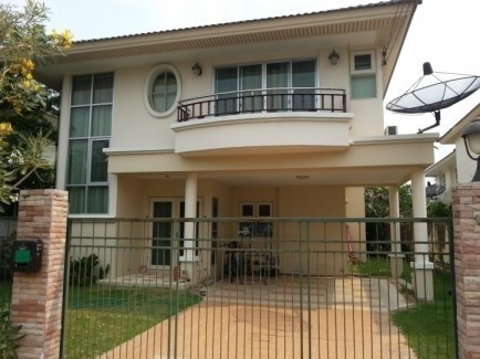 For Sale 3 Beds House in Mueang Samut Prakan, Samut Prakan, Thailand | Ref. TH-RJIQJIPK
