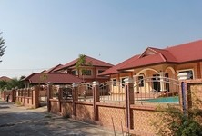For Sale 5 Beds 一戸建て in Mueang Lop Buri, Lopburi, Thailand
