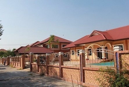 For Sale 5 Beds House in Mueang Lop Buri, Lopburi, Thailand