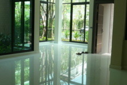 For Sale 5 Beds House in Wang Thonglang, Bangkok, Thailand