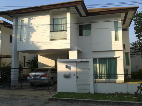 For Sale 3 Beds House in Saphan Sung, Bangkok, Thailand | Ref. TH-EPAHFPHK