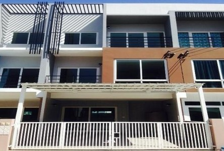 For Rent 3 Beds 一戸建て in Khan Na Yao, Bangkok, Thailand