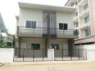 For Sale 2 Beds タウンハウス in Mueang Chiang Mai, Chiang Mai, Thailand | Ref. TH-OXMRMCKX