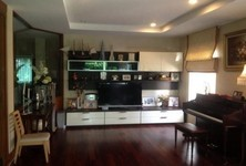 For Sale 5 Beds House in Taling Chan, Bangkok, Thailand