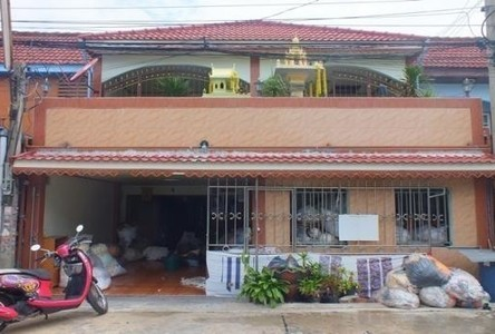 For Sale 4 Beds タウンハウス in Phra Samut Chedi, Samut Prakan, Thailand