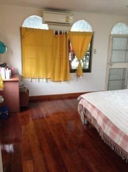 For Sale 2 Beds House in Huai Khwang, Bangkok, Thailand | Ref. TH-KERUFXUR