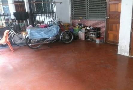 For Sale 6 Beds タウンハウス in Din Daeng, Bangkok, Thailand