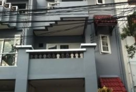 For Sale or Rent 4 Beds タウンハウス in Chatuchak, Bangkok, Thailand