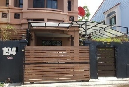 For Sale 3 Beds Townhouse in Khan Na Yao, Bangkok, Thailand