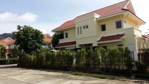For Sale 5 Beds タウンハウス in Mueang Phuket, Phuket, Thailand   Ref. TH-YAEGZFNV