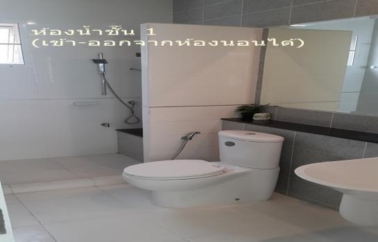 For Sale 4 Beds House in Mueang Samut Prakan, Samut Prakan, Thailand | Ref. TH-DGZHYEFV