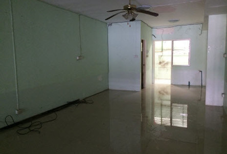 For Rent 6 Beds Townhouse in Sam Phran, Nakhon Pathom, Thailand