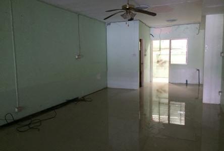 For Rent 6 Beds タウンハウス in Sam Phran, Nakhon Pathom, Thailand