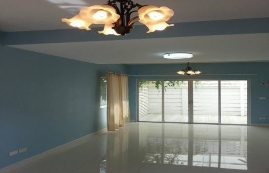 For Sale 3 Beds Townhouse in Chom Thong, Bangkok, Thailand | Ref. TH-MCBYGVXC