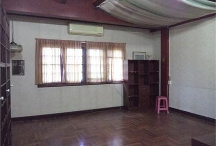 For Sale 5 Beds Townhouse in Bangkok Noi, Bangkok, Thailand