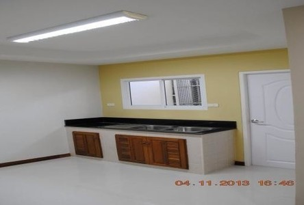 For Sale 2 Beds Townhouse in Mueang Tak, Tak, Thailand