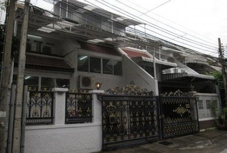 For Sale 8 Beds Townhouse in Yan Nawa, Bangkok, Thailand