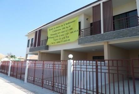 For Sale 3 Beds タウンハウス in Hua Hin, Prachuap Khiri Khan, Thailand