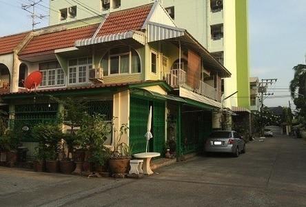 For Sale 3 Beds Townhouse in Bangkok Noi, Bangkok, Thailand