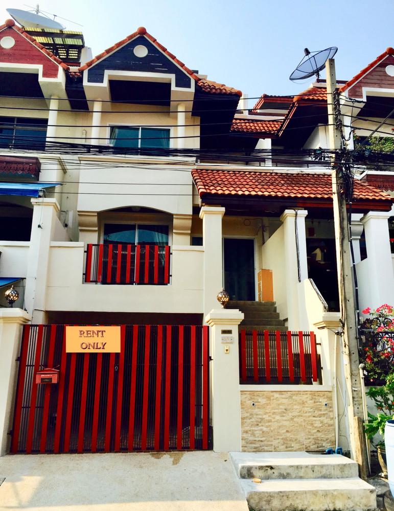 For Rent 4 Beds タウンハウス in Prawet, Bangkok, Thailand | Ref. TH-MYKMVVVE