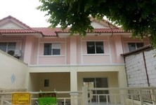 For Sale or Rent 3 Beds タウンハウス in Khlong Luang, Pathum Thani, Thailand