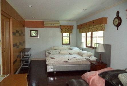 For Sale 5 Beds House in Bang Phlat, Bangkok, Thailand