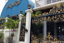 For Sale 8 Beds House in Mueang Samut Prakan, Samut Prakan, Thailand