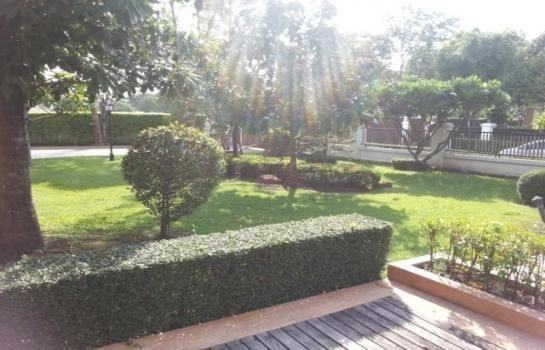 For Sale 5 Beds 一戸建て in Suan Luang, Bangkok, Thailand   Ref. TH-DWGQLRYU