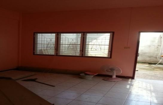 For Sale 2 Beds タウンハウス in Mueang Nakhon Sawan, Nakhon Sawan, Thailand | Ref. TH-RGCJSSQW