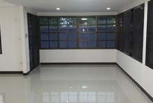 For Rent 5 Beds House in Mueang Nonthaburi, Nonthaburi, Thailand