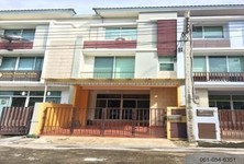 For Sale 4 Beds House in Yan Nawa, Bangkok, Thailand