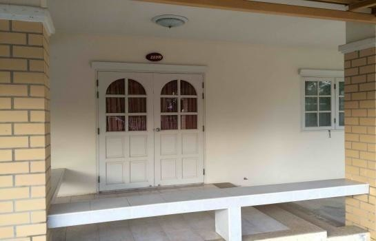 For Sale 3 Beds 一戸建て in Mueang Chachoengsao, Chachoengsao, Thailand | Ref. TH-PJAJWQTI