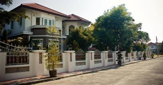 For Sale 4 Beds 一戸建て in Bang Phli, Samut Prakan, Thailand | Ref. TH-FEPKGMQU