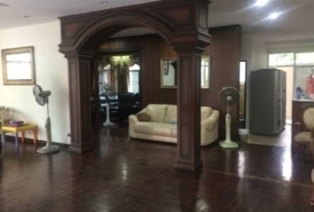 For Sale 4 Beds 一戸建て in Khlong Toei, Bangkok, Thailand