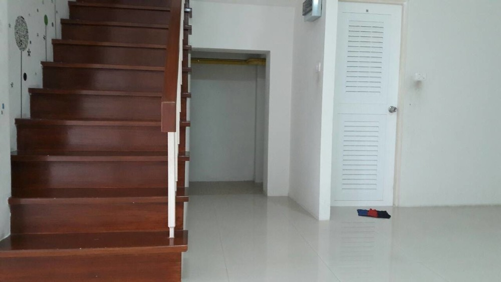 For Sale 3 Beds Townhouse in Bang Pakong, Chachoengsao, Thailand | Ref. TH-OXMDKJQI