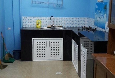 For Sale 3 Beds タウンハウス in Bang Pakong, Chachoengsao, Thailand