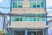 For Sale 5 Beds Townhouse in Mueang Tak, Tak, Thailand