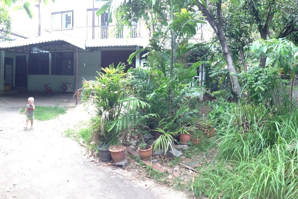 For Sale 4 Beds House in Huai Khwang, Bangkok, Thailand | Ref. TH-OSJRTBWR