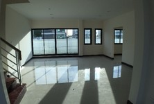 For Sale 4 Beds 一戸建て in Ban Bueng, Chonburi, Thailand