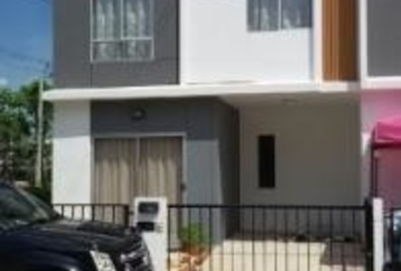 For Sale 3 Beds Townhouse in Mueang Pathum Thani, Pathum Thani, Thailand