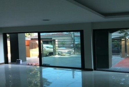 For Sale 3 Beds 一戸建て in Phra Khanong, Bangkok, Thailand